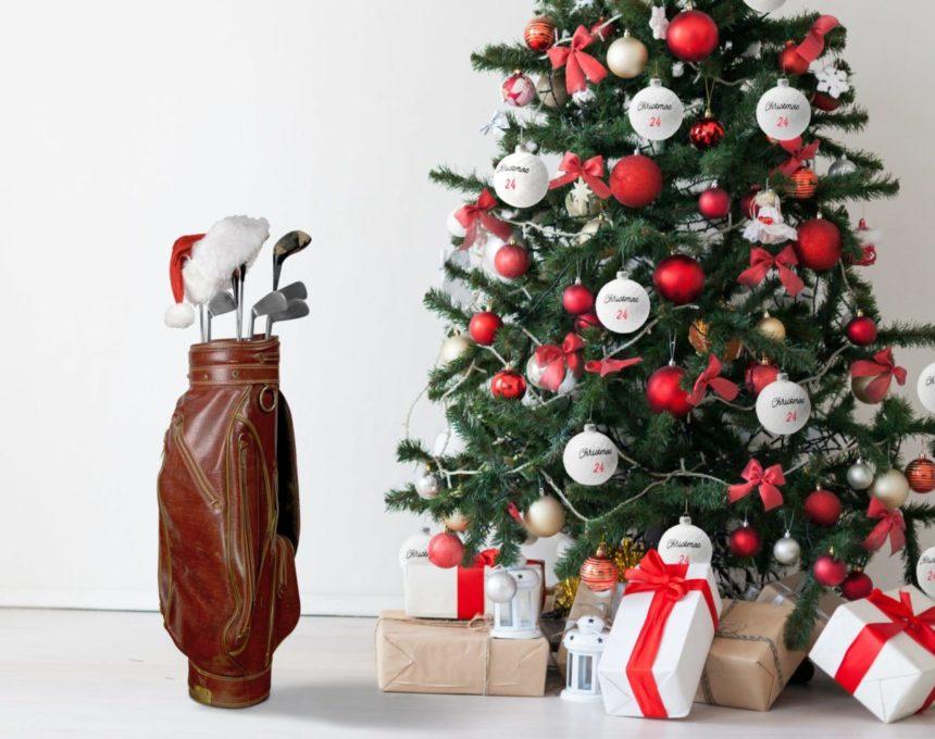 Die Weihnachtskugeln im Golfball-Design